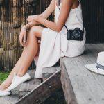 Top 5 accesorii fabuloase pentru a purta cu stil o rochie alba