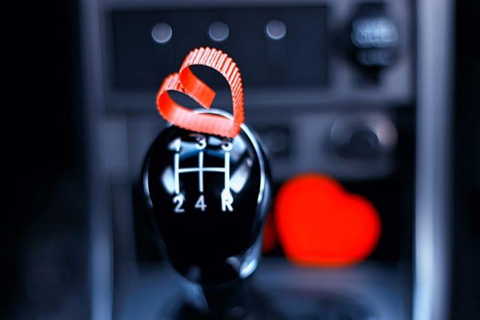 Esti pasionat de masini Iata 5 lucruri pe care trebuie sa le faci daca iti iubesti autoturismul!