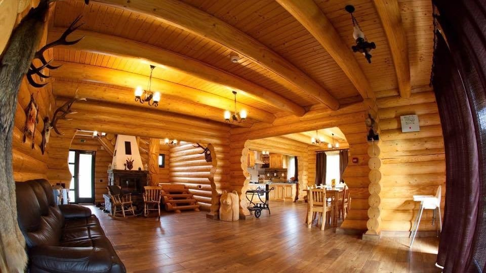 interior casa busteni lemn rotund